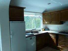 Solid Oak Beckermann Kitchen units in Very Good Condition with 5-ring Gas Hob and Pull-out Table