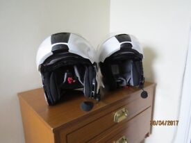 Cardo Scala-Rider Q2 Headset for Bikers and 2 HJC Helmets