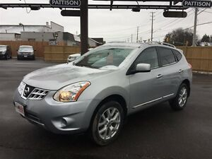 2013 NISSAN ROGUE SV AWD- POWER SUNROOF, NAVIGATION SYSTEM, HEAT