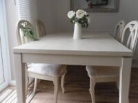 ** STRIKING DINING TABLE AND 4 CHAIRS - BEAUTIFULLY RESTORED IN SHABBY CHIC STYLE **