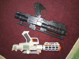 Star Wars lazer pistols Sci Fi movie props