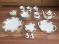1962 Royal Albert Old Countrys Roses English Bone china 38 piece dinner set. Excellent condition