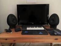 Munrosonic EGG100 Speakers plus Amp