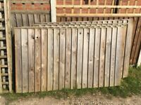 3 FENCE PANELS WITH TRELLIS
