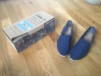 Toms shoes size 7 brand new in box