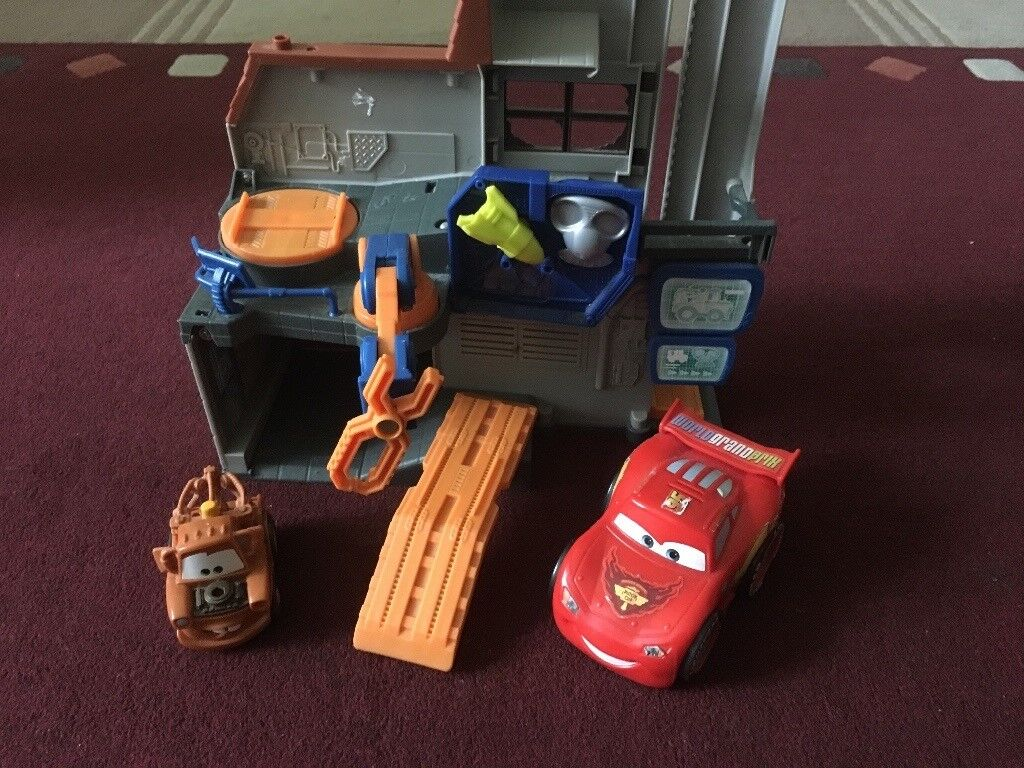 Mcqueen and Mater playset(workshop)