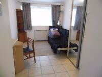 Fully furnished double ensuite and self-contained house near uni and hospitals av. NOW!