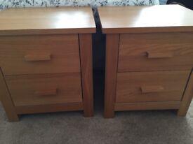 Set of 2 wooden bedside tables