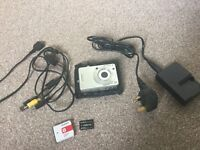Sony Cybershot 6 megapixel digital camera with memory card & leather case, carl zeiss lens edition