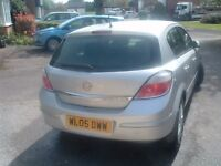 2005 Plate diesel Vauxhall Astra in silver with full leather/ heated front seats & climate control