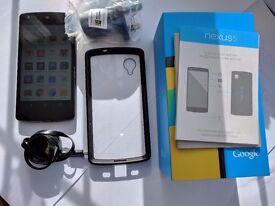 Nexus 5 32GB with Spigen Case & accessories