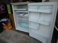 Hotpoint Iced Diamond Fridge. Very good condition. White with cream patterned worktop surface