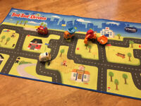 Toot Toot Drivers play Mat and 4 Toot Vehicles Great condition