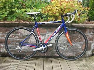 Claud Butler Echelon road bike, 21inch, 53.5cm, aluminium frame carbon forks, 16 speed shimano
