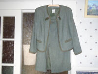 LADIES GREEN TWEED SUIT EDGED with SUEDE / BUTTONS 2 POCKETS, by MEICO / LANDHAUS