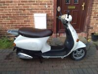 2002 Piaggio Vespa ET2 50 automatic scooter, new 1 year MOT, fast 50cc, not restricted, bargain,,,