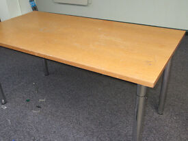 RECTANGULAR TABLE ON SILVER METAL LEGS - APPROX 150 CM X 75 CM