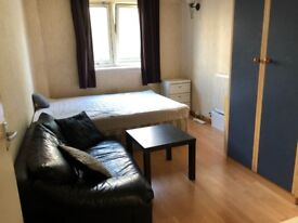 Big Double Room Available in Battersea!