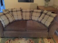 2 seater sofa in lovely condition