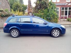 Vauxhall Astra 2005 diesel estate with towbar and roof bars