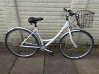 ladies hybrid single speed aluminium bike, basket, lights, lock excellent condition FREE DELIVERY