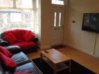 ROOMS IN A MODERN SPACIOUS HOUSE FOR RENT IN HEADINGLEY - NO FEES