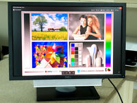 "Dell 24"" Widescreen LCD Monitor (model U2410) with Dell Soundbar (model AS501)"