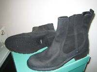 Ladies ankle boots.