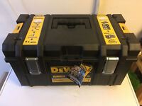 Dewalt-DCK382M2-18V-XR-KIT