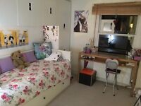 Single room in the heart of Chelsea. Family flat with own shower WC and share of kitchen
