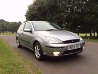 2002 FORD FOCUS 1.6 ZETEC-SILVER ** 12 MTHS MOT + FULL SERVICE HISTORY + LEATHER SEATS + 1 OWNER**