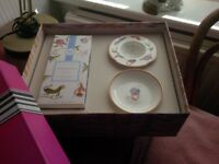 Teaset saucer, strainer and loose tea giftset