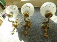 3 BRASS WALL LIGHTS WITH GLOBES EXCELLENT CON