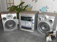 CD PLAYER, 3 disc changer SAMSUNG SOUND SYSTEM S520, speakers,silver,bass boost