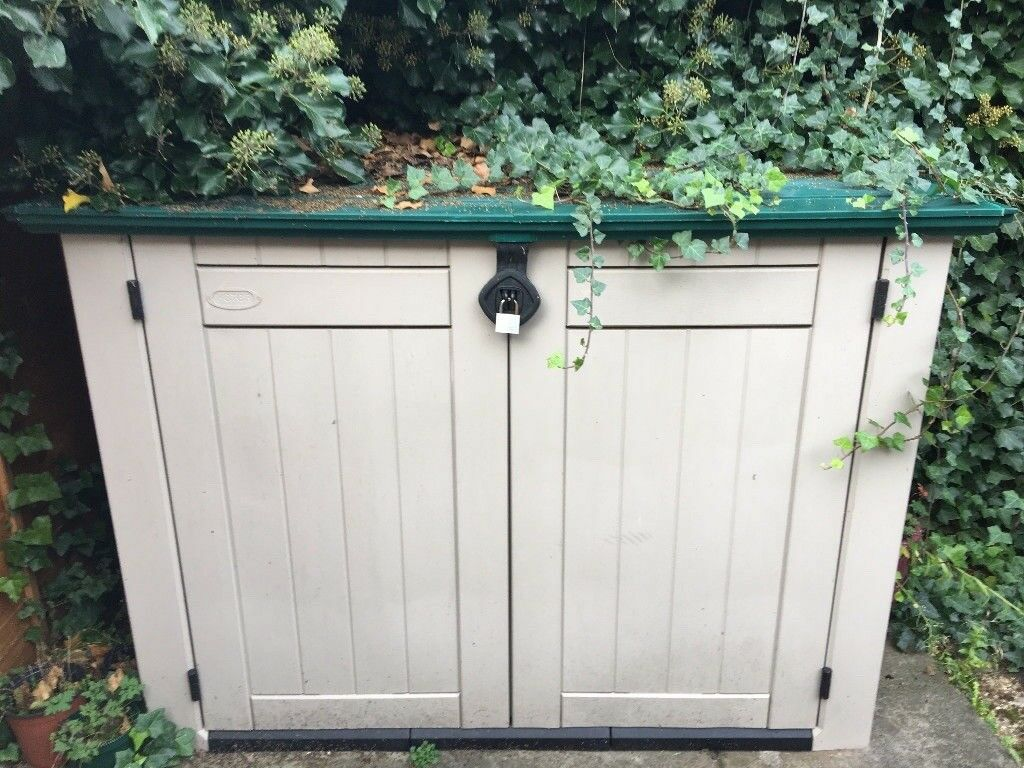 Outdoor storage for garden