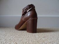 BRAND NEW Women's Real Leather Shoes UK 6 (Chunky Heel)