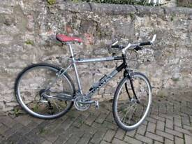 Quality hybrid bike. Medium. Dawes Discovery 601