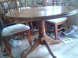 Round dining table, solid oak leg, leg split, suitable for garage use