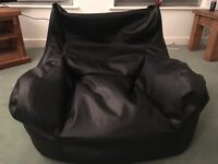 Comfy bean bag chair for gaming