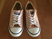 Converse baby pink, low tops size 4