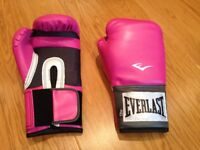 Brand new Everlast Women's Boxing Pro Style Training Gloves 12oz - knock out Christmas gift!