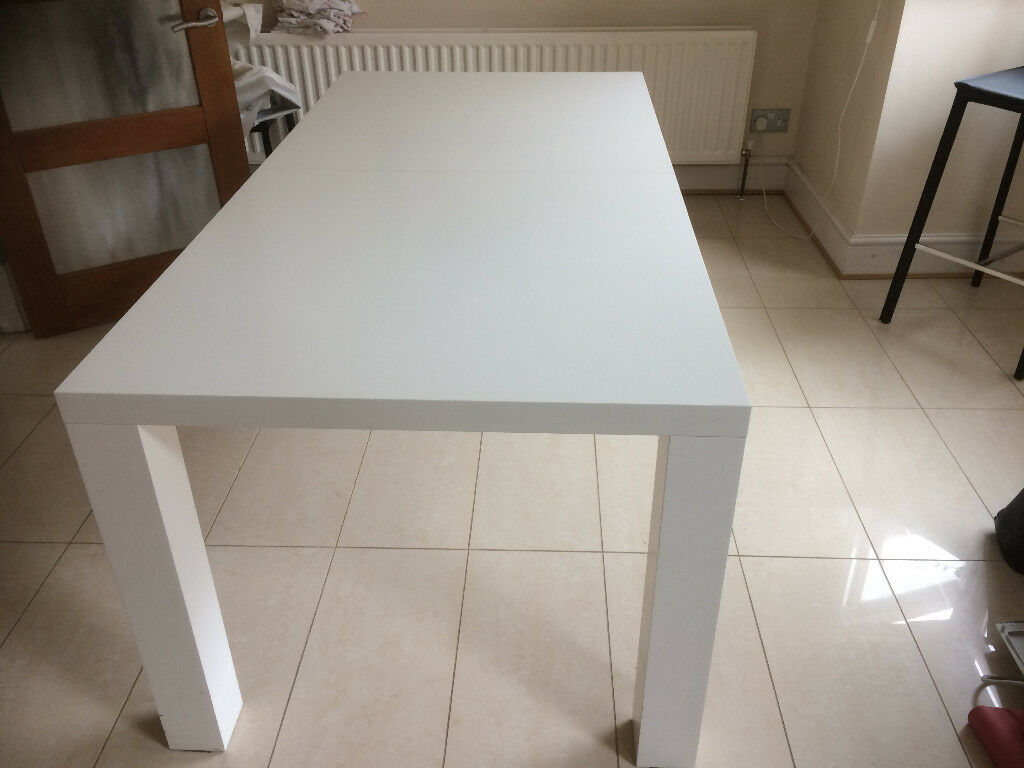 Boconcept White Extendable Dining Table