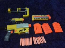 Yellow nerf gun with 17 bullets and 3 magazines