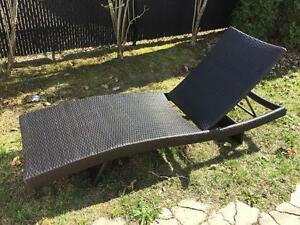 Wanda portofino cantilever umbrella 10 feet by 10 feet for Kijiji montreal meuble de jardin