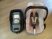 Maxi Cosi Pebble baby car seat with FamilyFix base (Isofix)