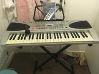Gear 4 Music electronic keyboard, Stand, microphone, beginners DVD and book stand