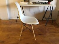 CHARLES EAMES STYLE CHAIR IN PERFECT CONDITION