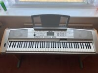 YAMAHA DGX-500 Keyboard/Piano