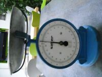 Vintage Salter kitchen scales in good condition: Colour blue