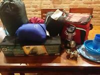 Tente, 2 sacs de couchage et autres articles camping